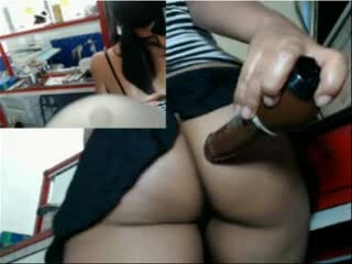 Watch video Se mete dildo en el trabajo